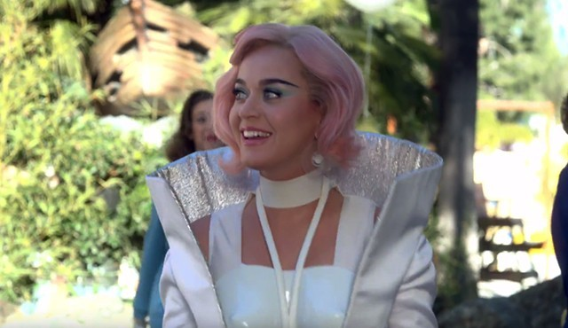 Katy Perry dévoile le clip pour Chained To the Rythm