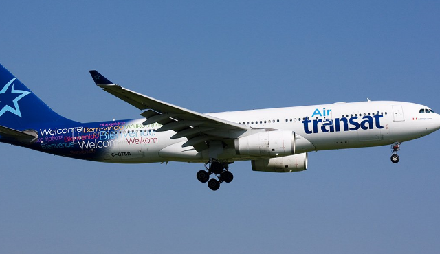 Passagers coinc s dans un avion d 39 air transat actualit s for Avion air transat interieur