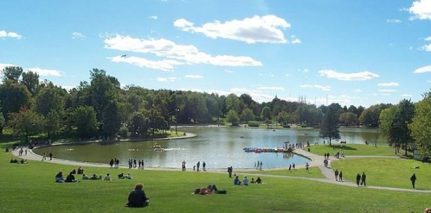 5 popular city parks to take a summer stroll